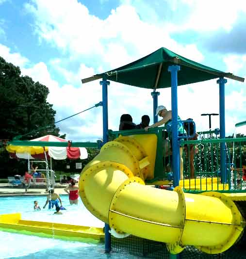 Lenoa Park Pool Outside